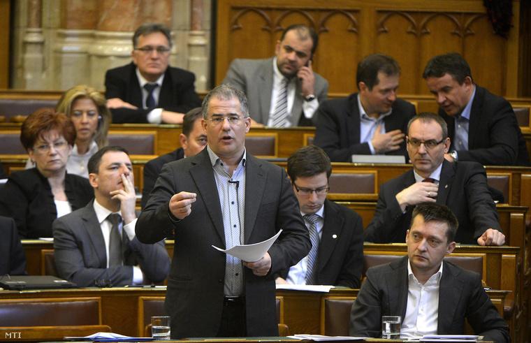 Kósa Lajos beszél a vitanapon az Országgyűlés plenáris ülésén 2015. február 20-án.
