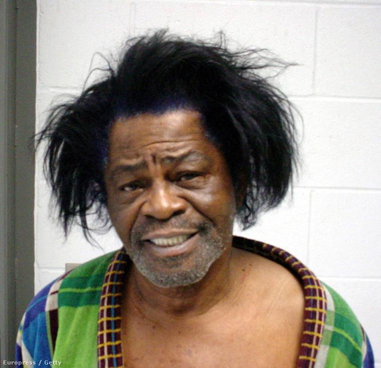 James Brownt családon belüli erőszakért vitték be 2004-ben.