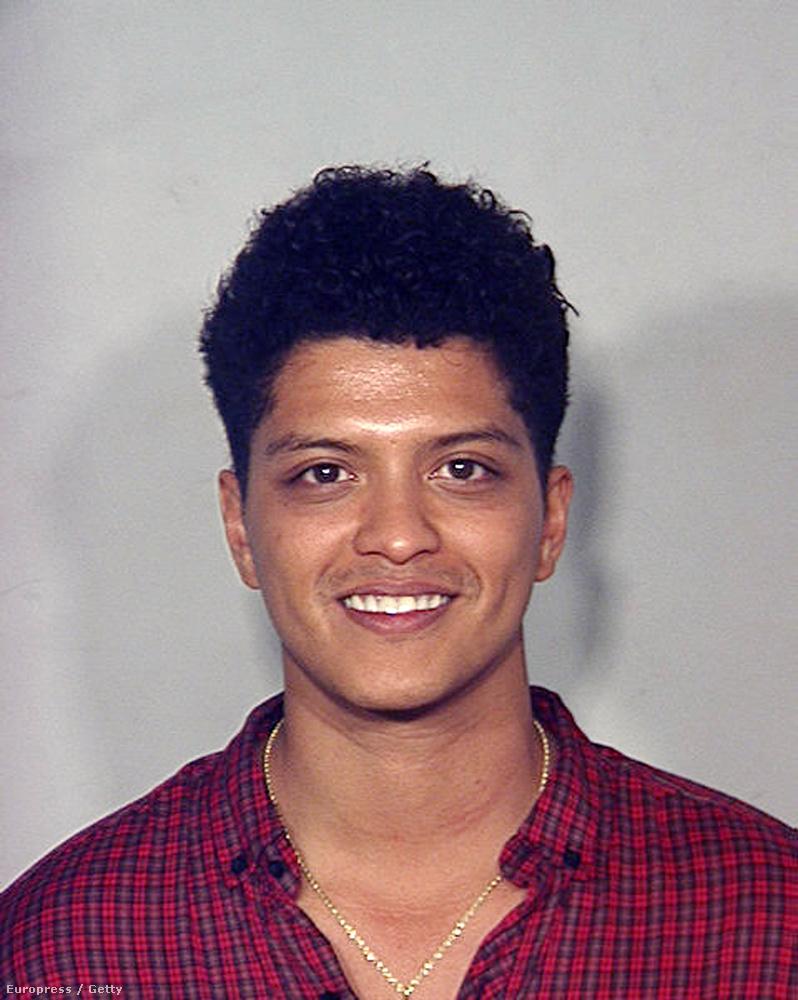 Ön szerint mit csinált 2010-ben Bruno Mars? Ha azt tippeli, hogy 2,6 gramm kokaint találtak nála, akkor jól tippelt.