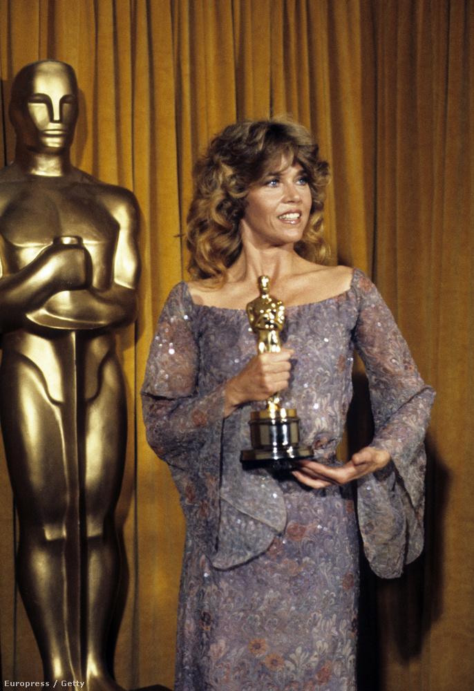 Egy évvel később Jane Fonda örülhetett ugyanebben a kategóriában (legjobb női főszereplő), a Hazatérés miatt.
