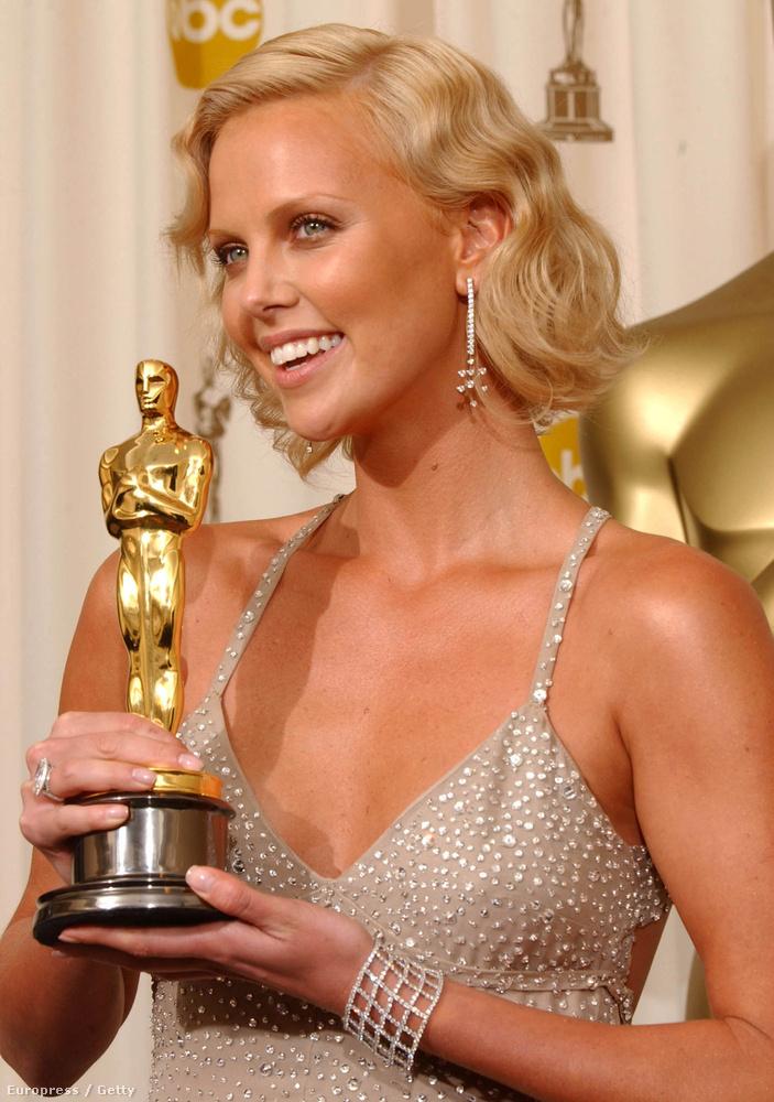 Charlize Theron jobban néz ki mostanában, mint 2004-ben, amikor A rémért Oscart kapott.