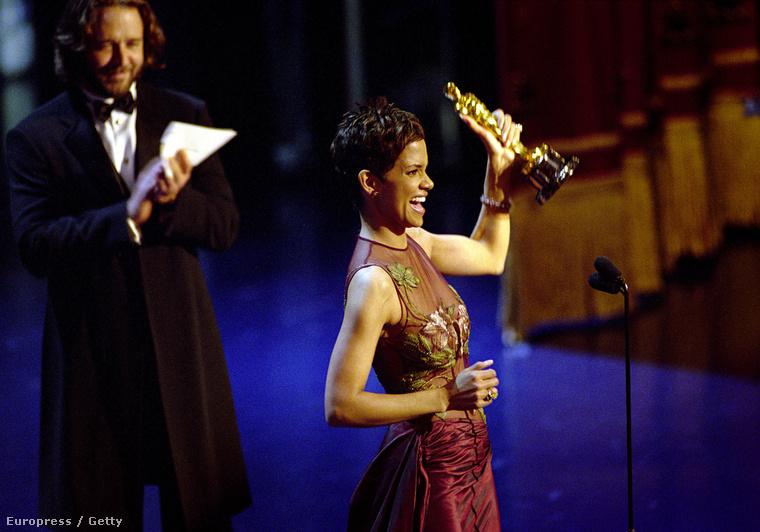 2002, Halle Berryt a Szörnyek keringője miatt tüntették ki.