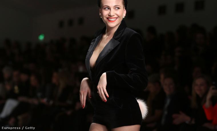 Pixie Lott szintén a Fashion For Relief nevű jótékonysági divatbemutatón Londonban