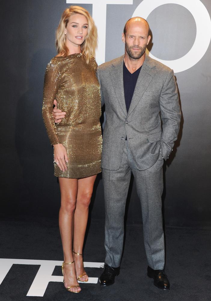 Meg Jason Statham, aki egy picit alacsony modell barátnőjéhez képest