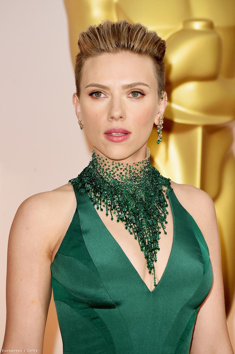 Scarlett Johansson a 2015-ös Oscar-díjkiosztón.