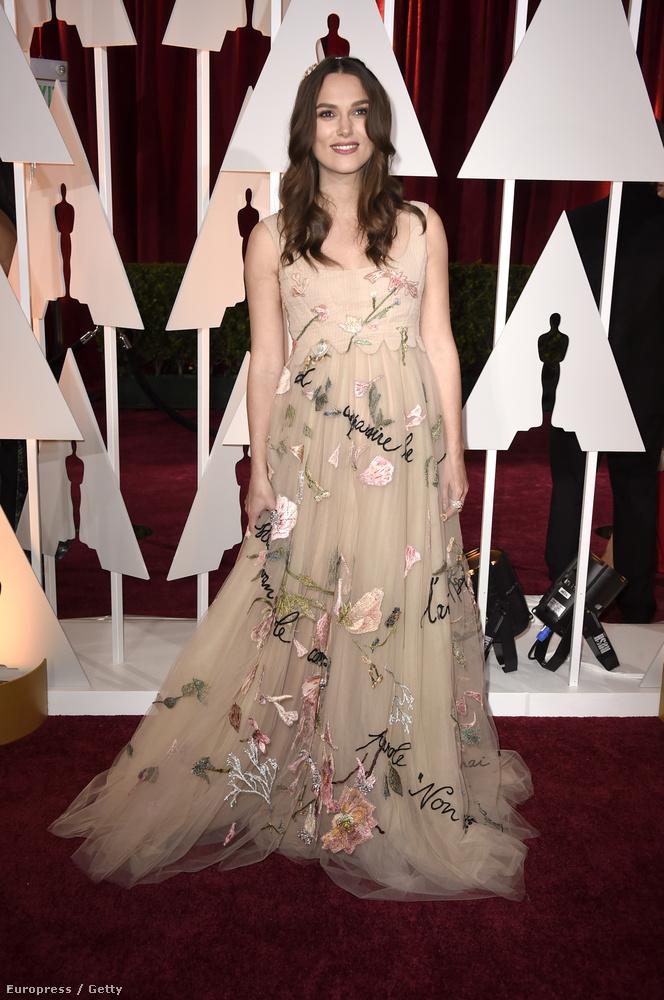 A színésznőnek egyébként azért volt kötelező kör az Oscar, mert a Kódjátszma című filmje miatt jelölték a legjobb női mellékszereplő díjára