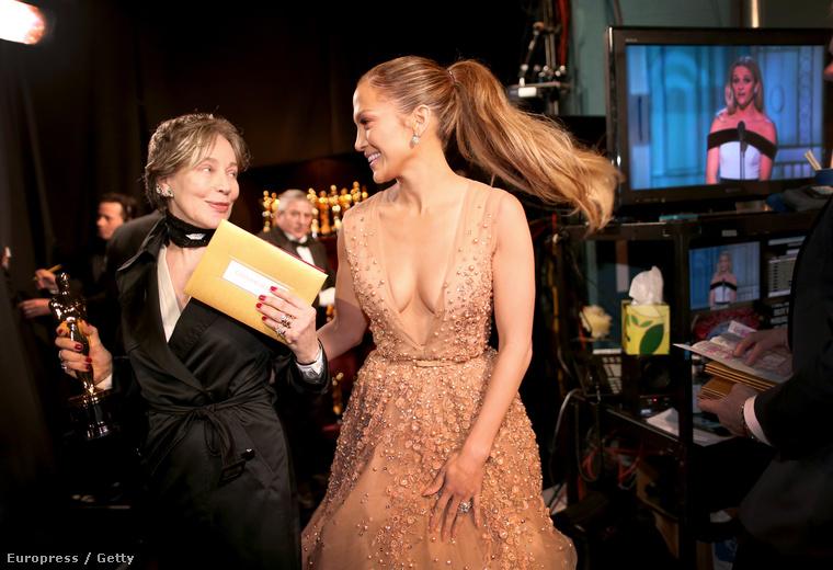 Jennifer Lopeznek nem lehet ennyi haja.