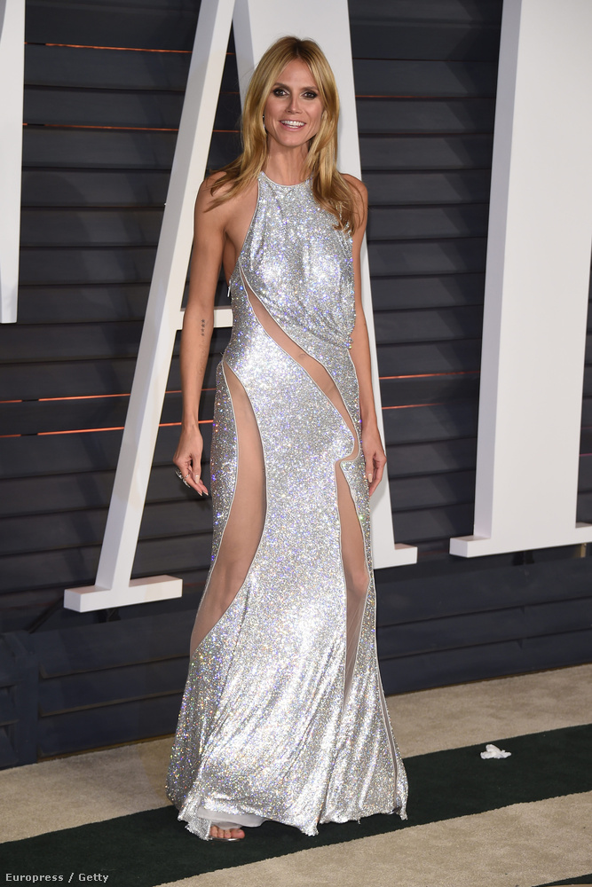 Heidi Klum is terpesztgetett kicsit a helyenként átlátszó ruhájában, de mivel semmi olyan sem látszott, róla nem mutatunk több képet.