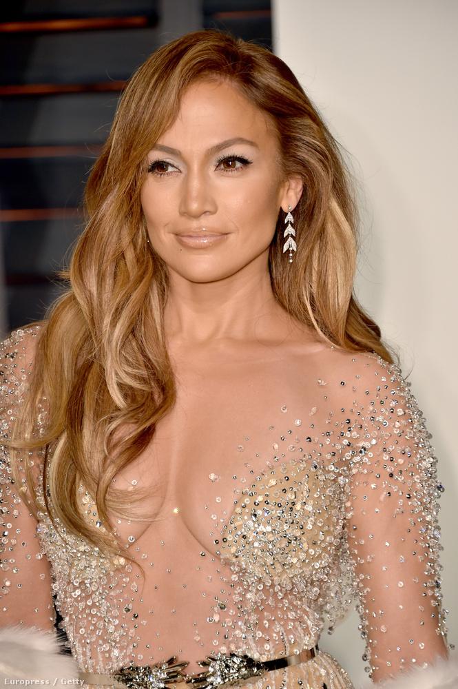 Mondjuk ugyanilyen érthetetlen volt a jelenléte Jennifer Lopeznek, aki Meryl Streep mellett foglalt helyet a díjátadó alatt