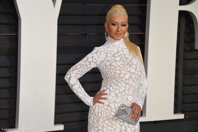Az is egészen furcsa, hogy az óriásmellű Christina Aguilera is elment