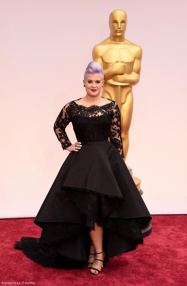 Azt pedig pláne nem, hogy Ozzy Osbourne-nal közös lánya, Kelly Osbourne mégis mi a jó eget keresett a 2015-ös Oscar-díjátadón