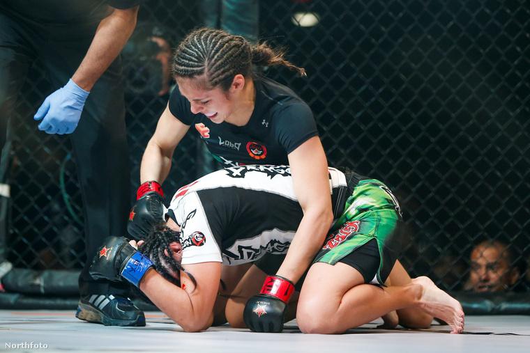 A mexikói MMA harcos, Alexa Grasso egyre népszerűbb a küzdősportok univerzumában, de ez nem csak eddigi verhetetlenségének köszönhető.