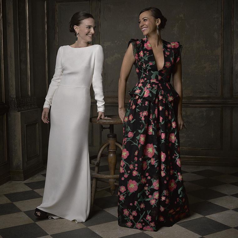 Végül pedig Natalie Portman és Rashida Jones színésznő kedvesen összenéztek