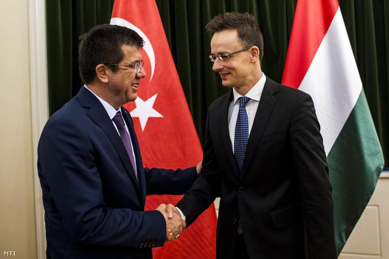 Szijjártó Péter külgazdasági és külügyminiszter hivatalában fogadja Nihat Zeybekci török gazdasági minisztert 2015. február 24-én.
