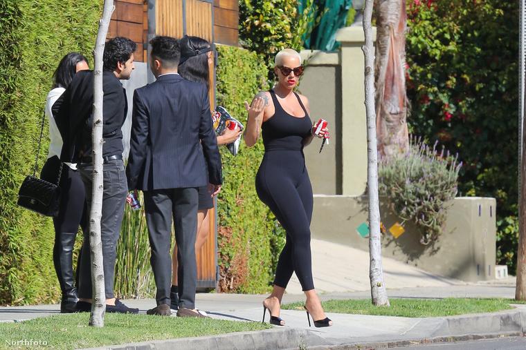 Azt ugyebár tudjuk, hogy a leginkább Kanye West óriásseggű exnőjeként ismertté vált Amber Rose elég jó adottságokkal rendelkezik