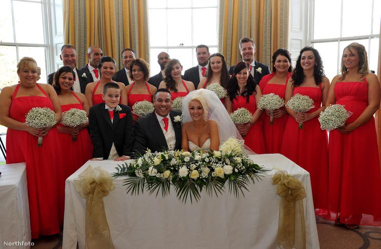 A rekord pontosan ebben állt: még sose volt ennyi koszorúslány egyetlen esküvőn