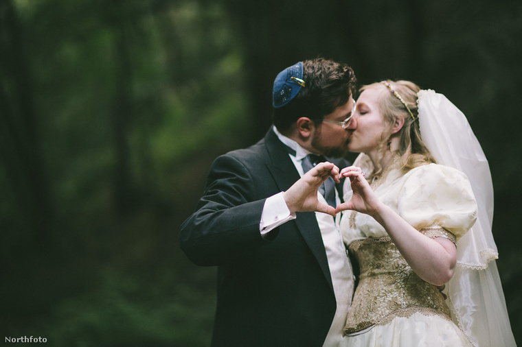 Mindenesetre sok boldogságot kívánunk, Dave és Gwenn Held! (További hülyeesküvőkért kattintson ide!)