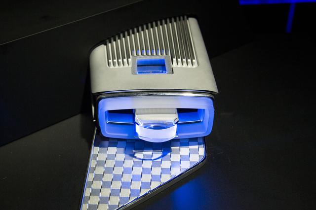 Komplett lézer lámpa, a keret irányjelzőként és nappali menetfényként is funkcionál