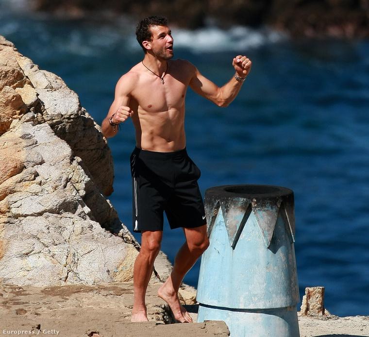 Grigor Dimitrov bolgár teniszező a Mexican Open előtt Acapulcóban strandol