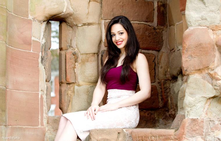 De persze Maria Petrou egy nagyon szép, fiatal lány.