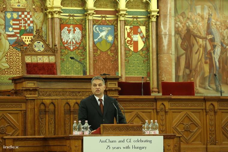 Orbán Viktor az Amcham 25 éves magyarországi jelenlétét ünneplő rendezvényen a parlamentben