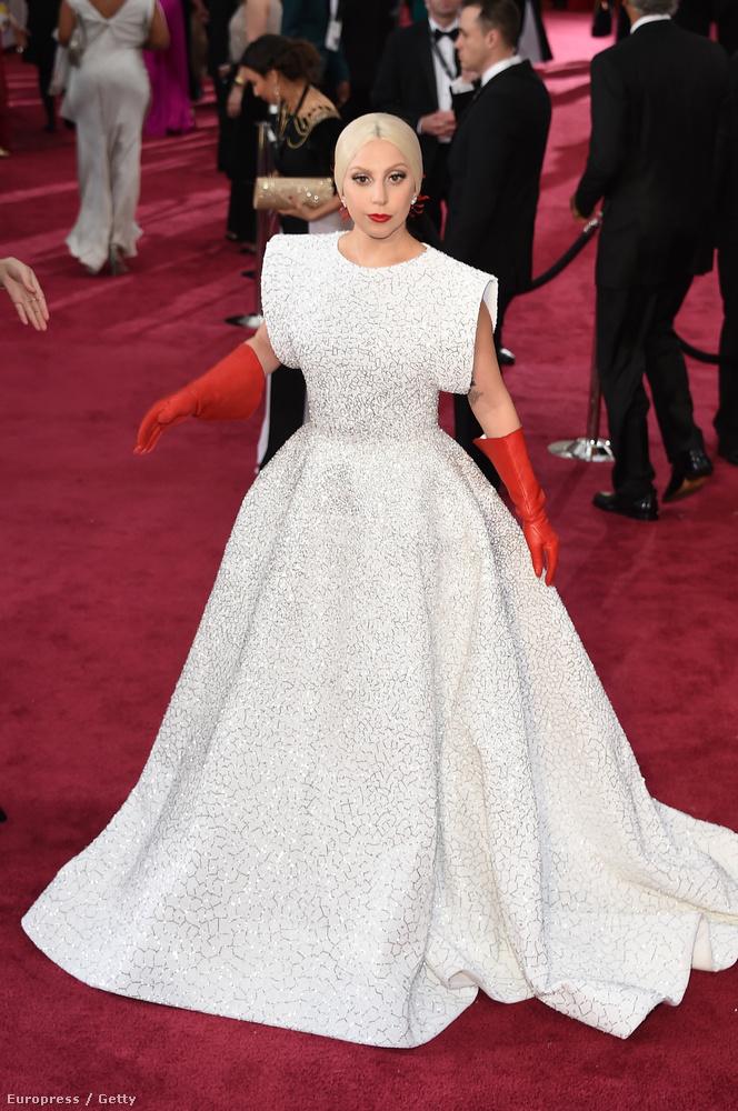Szóval ez volt Lady Gaga szerelése az idei Oscar-gálán