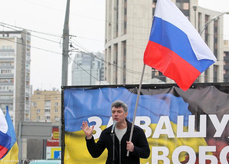 Borisz Nyemcov beszédet mond egy ukrán demonstráción 2014 márciusában