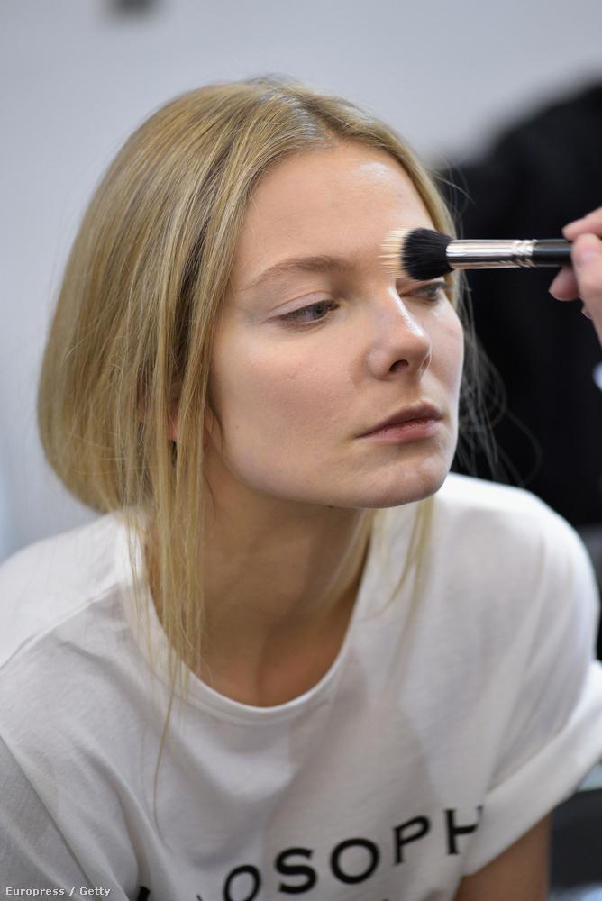 Mihalik Enikő, a világhírű magyar modell a héten két divatbemutatón is szerepelt, és smink ide, vagy oda,