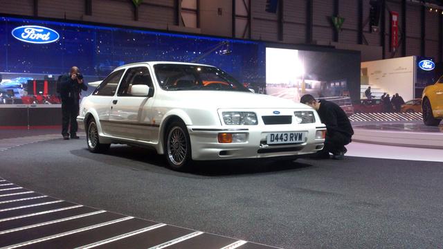Sierra RS Cosworth a gyári, homologizációs szériából. Ide vele!