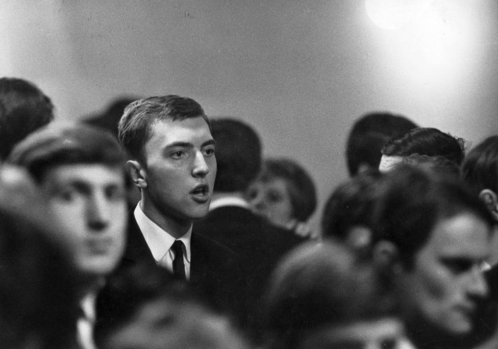 1966-ban készült az Ilyen ez a háború? című rövidfilmje, amelyben elhangzik a Tiltakozó ének című dal a Metró együttes és Zorán előadásában, a képen látható fiatalember éppen ezt énekli.
