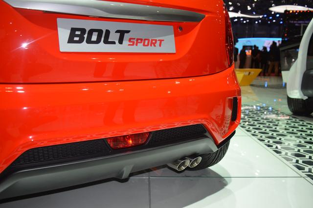A kipufogóvég kicsit bazári, de ha csak ennyit látna a Bolt Sport