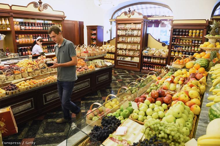 Importáruk boltja Moszkvában