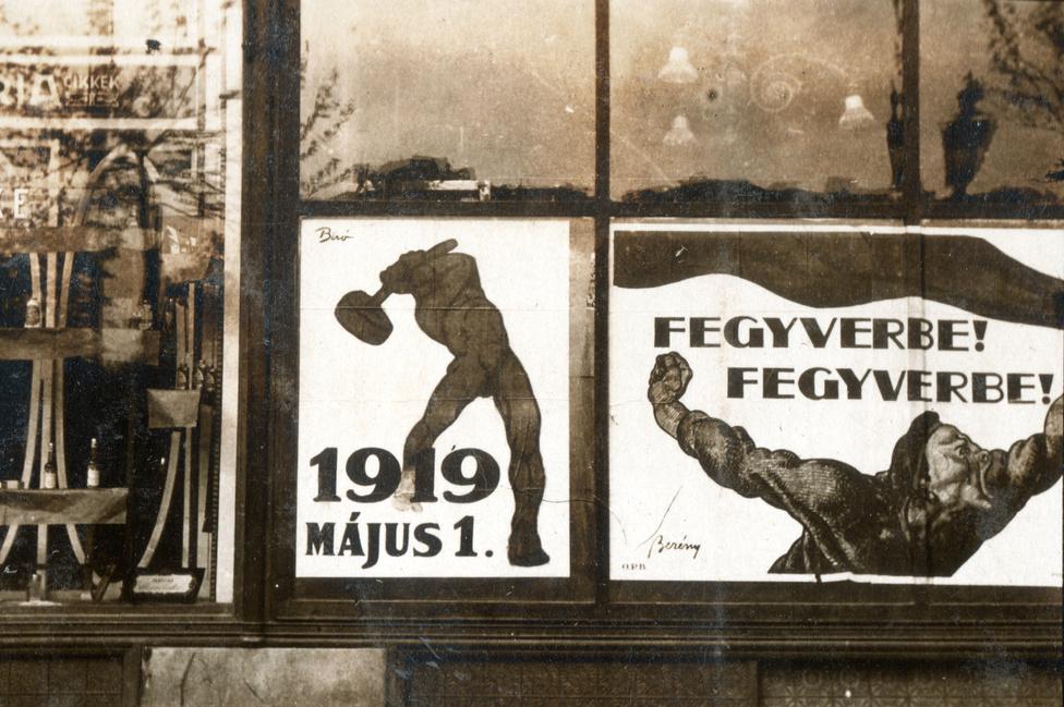 A kommunista szubkultúra 1945 előtt meglehetősen marginális volt Magyarországon, a politizáló munkások alapesetben szocdemek voltak, a szocdemek meg utálták a kommunistákat - ehhez képest a hatalomba való bevonásuk, Károlyi lemondatása, szóval a rövid életű, de hosszú emlékű szovjet-Magyarország megalapozása meghökkentő politikai abszurdumnak számított.