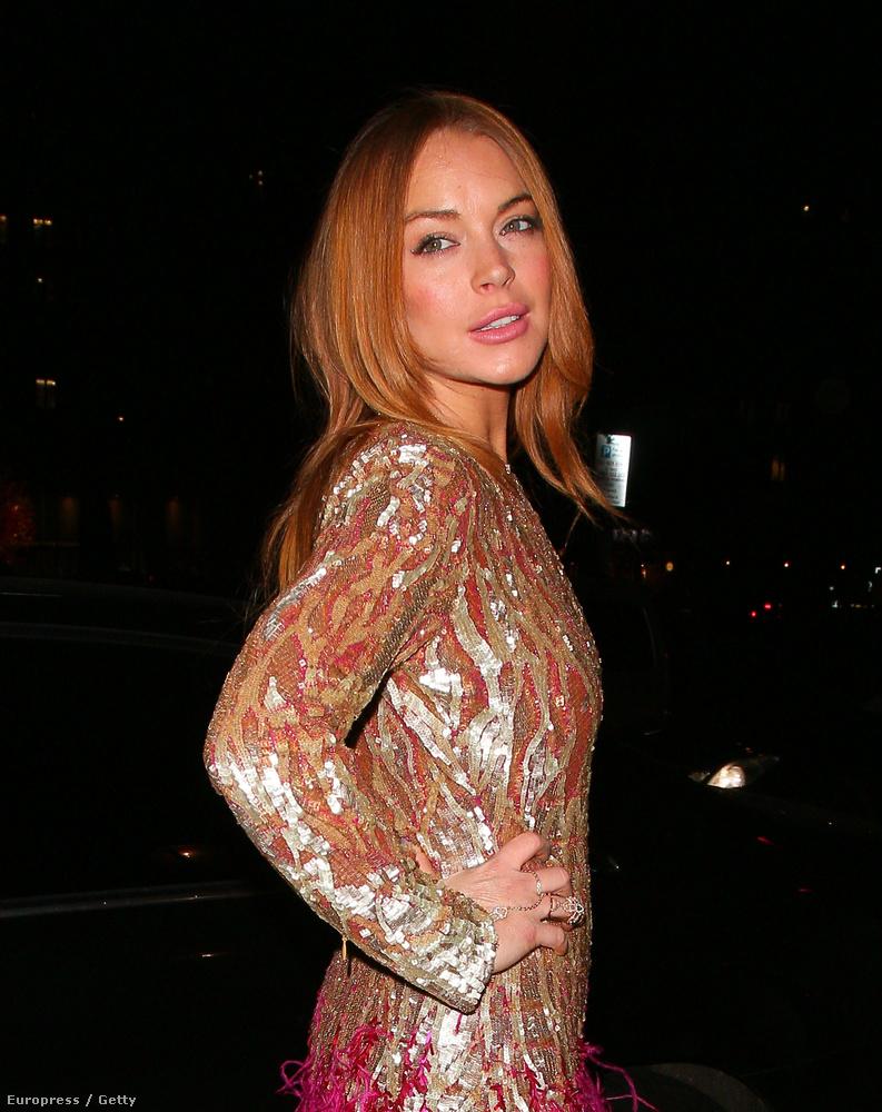 Ezen a decemberi képen Lohan egészen egészségesnek és csinosnak tűnik