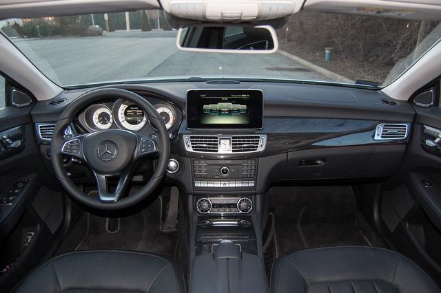 Jellegzetes Mercedes műszerfal