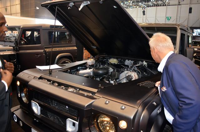 Ott az LS3-as, 435 lóerős V8, na de minek kellett akkor az orrnövesztés?