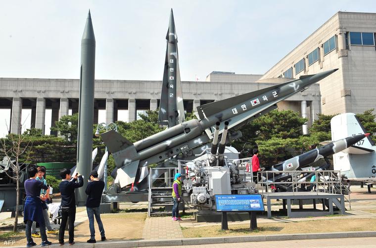 Észak- és dél-koreai Scud rakéták a szöuli hadtörténeti múzeumban