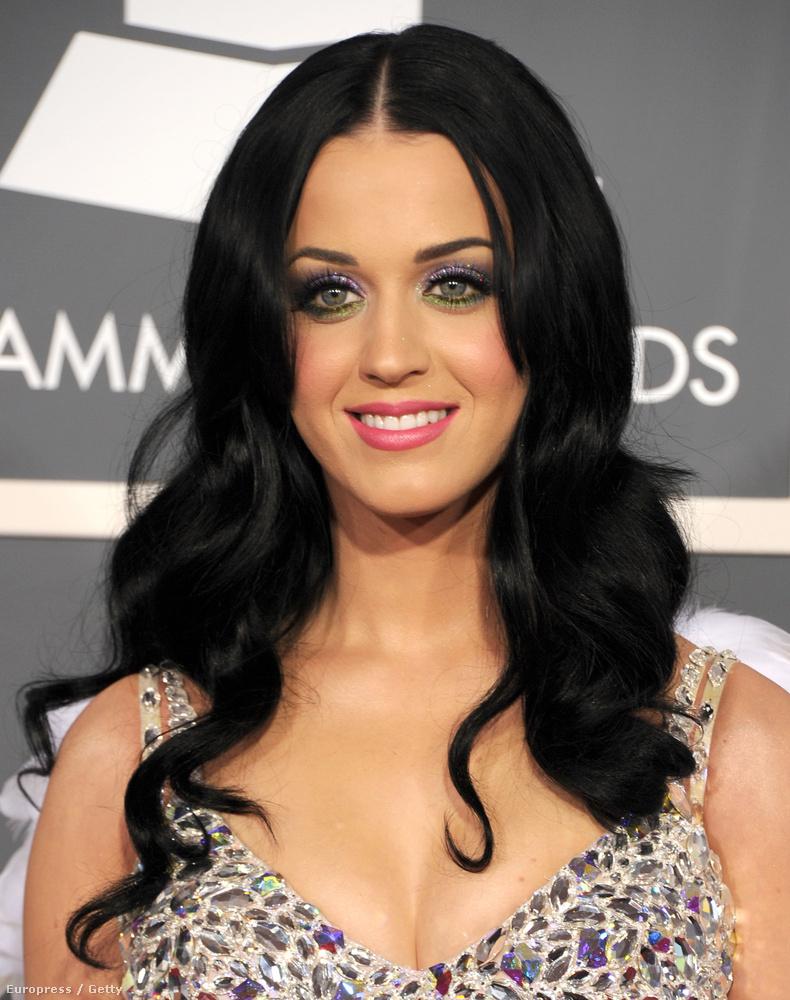 Katy Perry sötéten, szokásosan