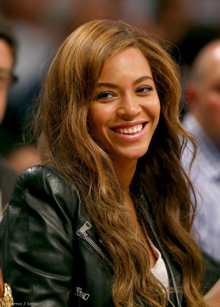 Beyoncé már ezen a képen is világosabb az eredeti hajszínénél