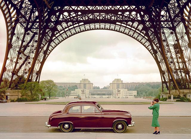 Az első pontonkarosszériás, önhordó, német autó, a Hansa 1500. Nem pontonkarosszériás önhordó volt (a háború előtti Opel Olympia és a Kadett, de a Lancia Lambda is), pontonkarosszériás nem önhordó is volt már (akár a Pobjedát is ide lehet venni), nem német önhordó pontonkarosszériás is volt (egy csomó amerikai például)