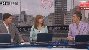 Argentínában élő műsorban a háttérképen egy ufo húzott el