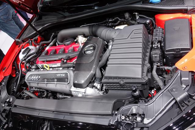 2,5 literes, turbós benzinmotorjának 367 lóereje az Audi RS3 Sportbacket a legerősebb ferdehátú kompakttá teszi a világon