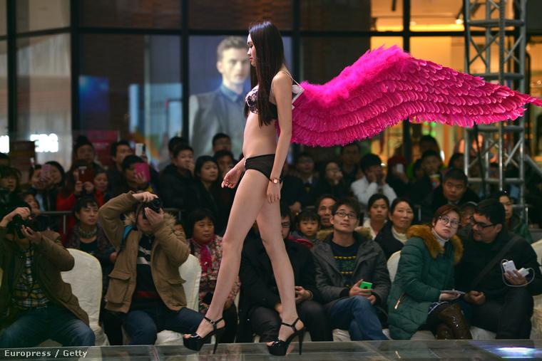 Azért Kína nem áll annyira rosszul, hiszen saját nőik például vannak.