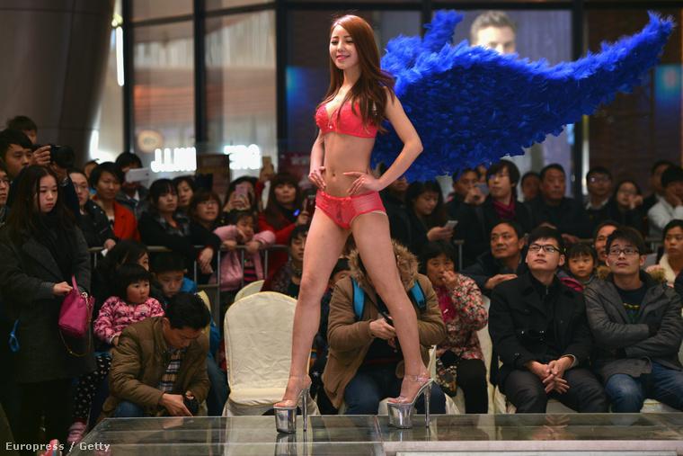 Nem csak Kínában szeretnének úgy csinálni, mintha közük lenne a Victoria's Secrethez, Budapesten például létezik egy outlet, amiről egyáltalán nem tud a cég, cserébe az üzemeltető sem árulja el, hogy honnan vannak a ruhák