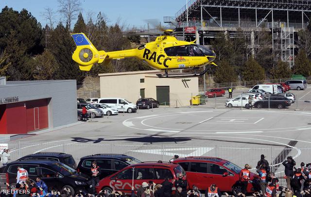 A balesetet követően helikopterrel szállították kórházba a McLaren pilótáját