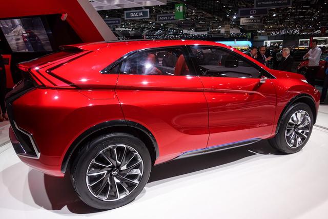 Innen már nem Lexus NX, ennek erősen horpasztott az oldala és meredeken emelkedik az övvonala