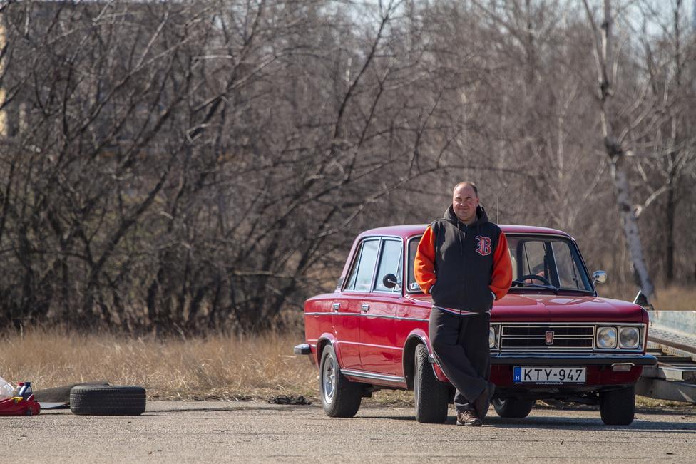 Nem egyedül voltunk testidegenek a pálya szélén, de ne tévessze meg önöket a gyönyörű Fiat: van itt tulajdonosi Ford-kötődés is.