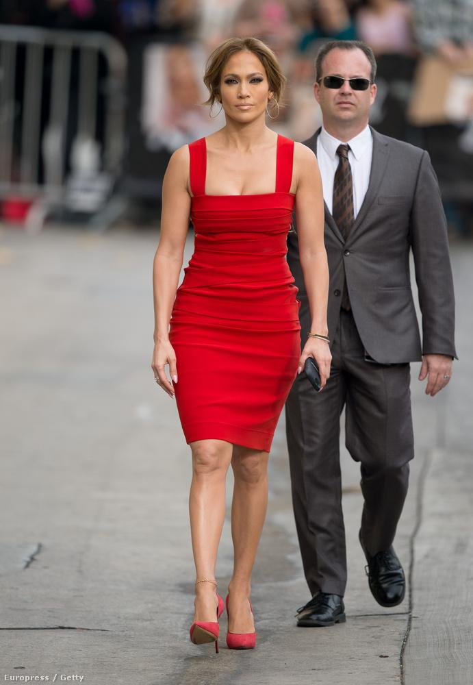 Jennifer Lopez 45 éves, és negyvenöt évesen tökéletesen néz ki