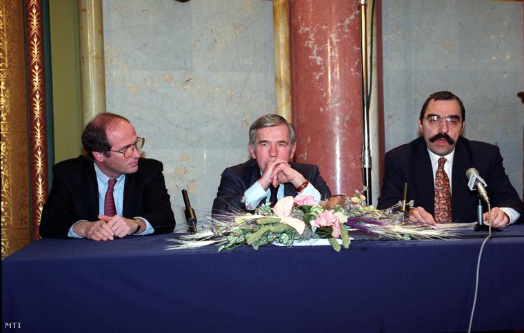 Surányi György, Horn Gyula és Bokros Lajos sajtótájékoztatója 1995. március 12-én