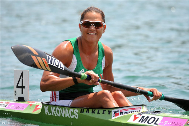 Az aranyérmes Kovács Katalin a belgrádi kajak-kenu Európa-bajnokságon, 2011. június 18-án.